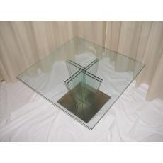 Il tavolo trapezi vitrei